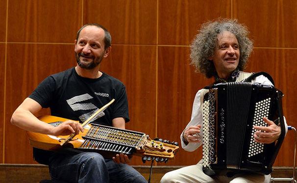 Marco Ambrosini und Jean-Louis Matinier (Nyckelharpa und Akkordeon), © Dániel Vass / ECM Records